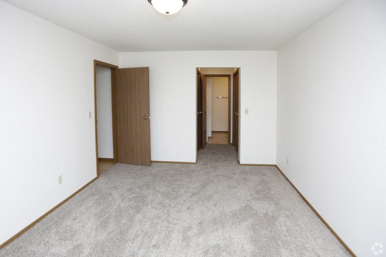 Carrington Court  Level Flat For Rent In Grand