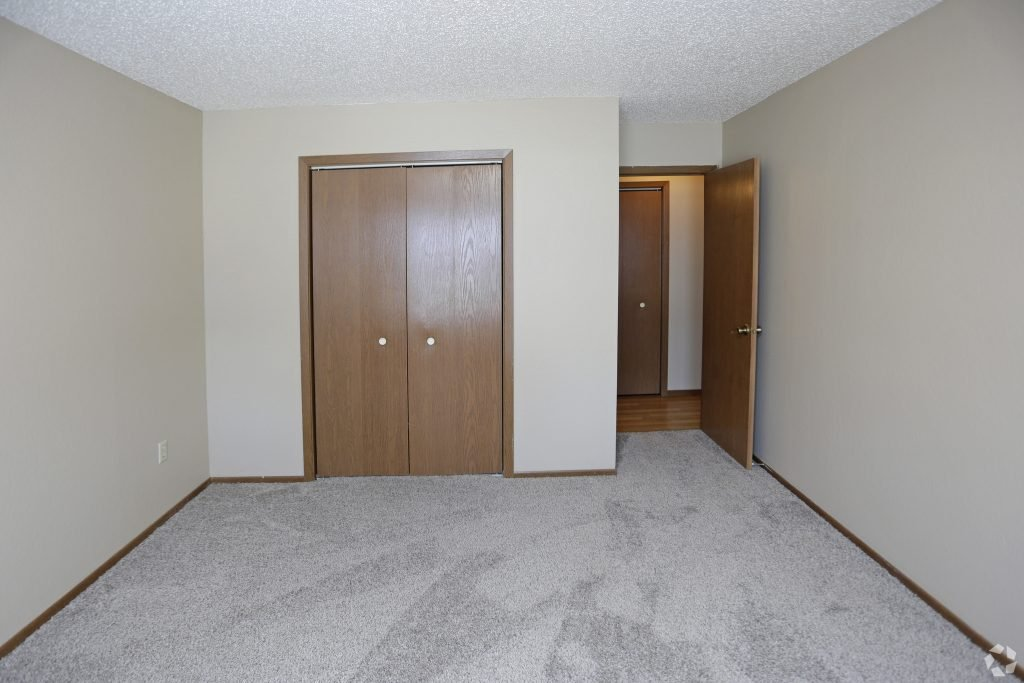 Pet Friendly Townhomes For Rent Grand Forks Swimming Pool