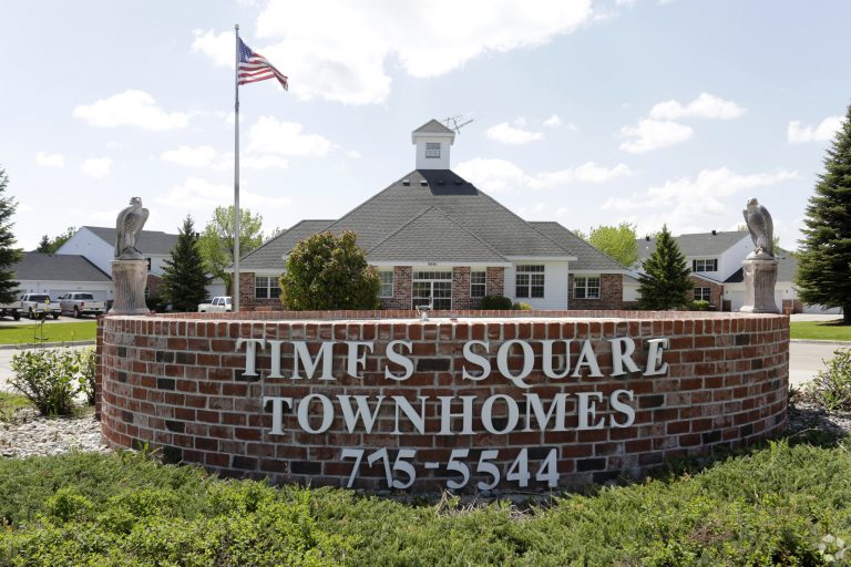 3times Square Townhomes Grand Forks Nd Building Photo