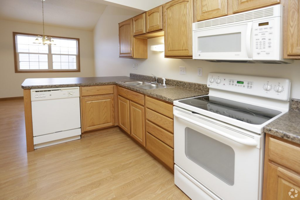 9south-hampton-townhomes-grand-forks-nd-2-bedroom-kitchen