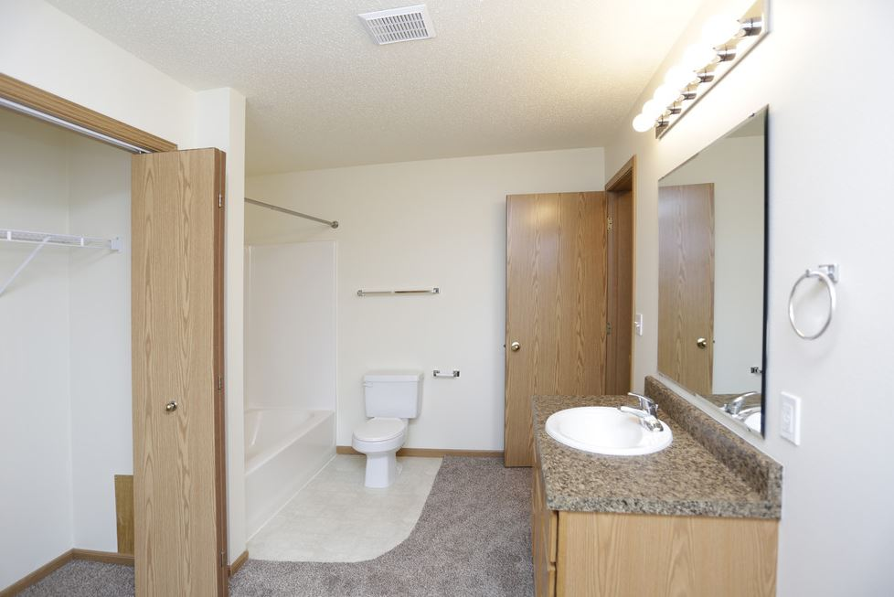 South Hampton Townhomes Grand Forks 2 bedroom 2 story