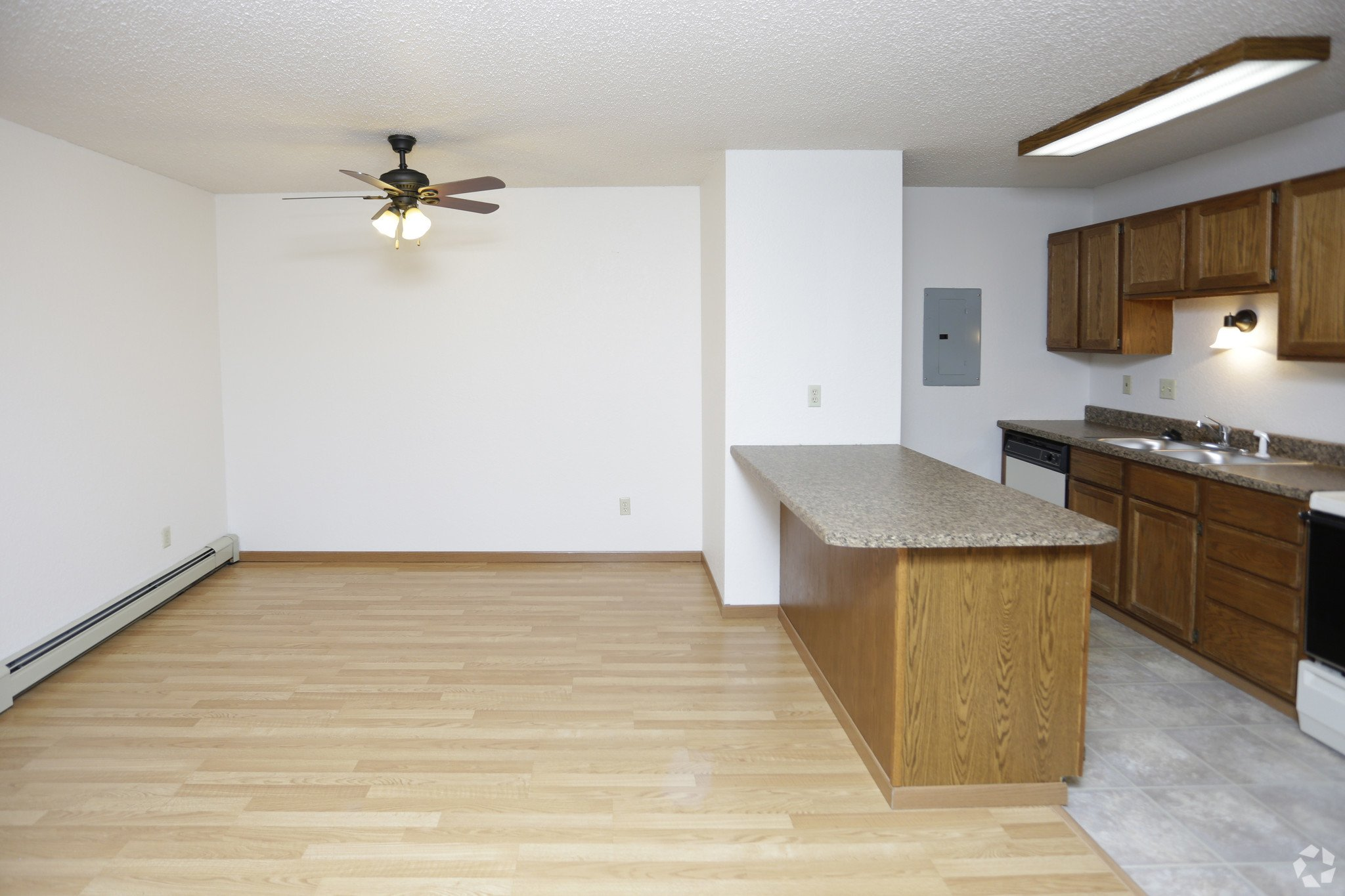 Carrington court 2 bedroom 1 level flat for rent in grand - 2 bedroom apartments grand forks nd ...