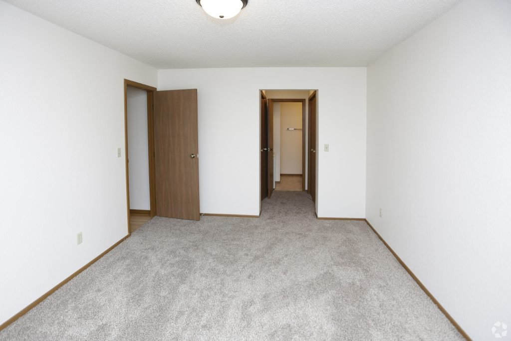 Carrington Court 2 bedroom 1 level flat for rent in Grand Forks