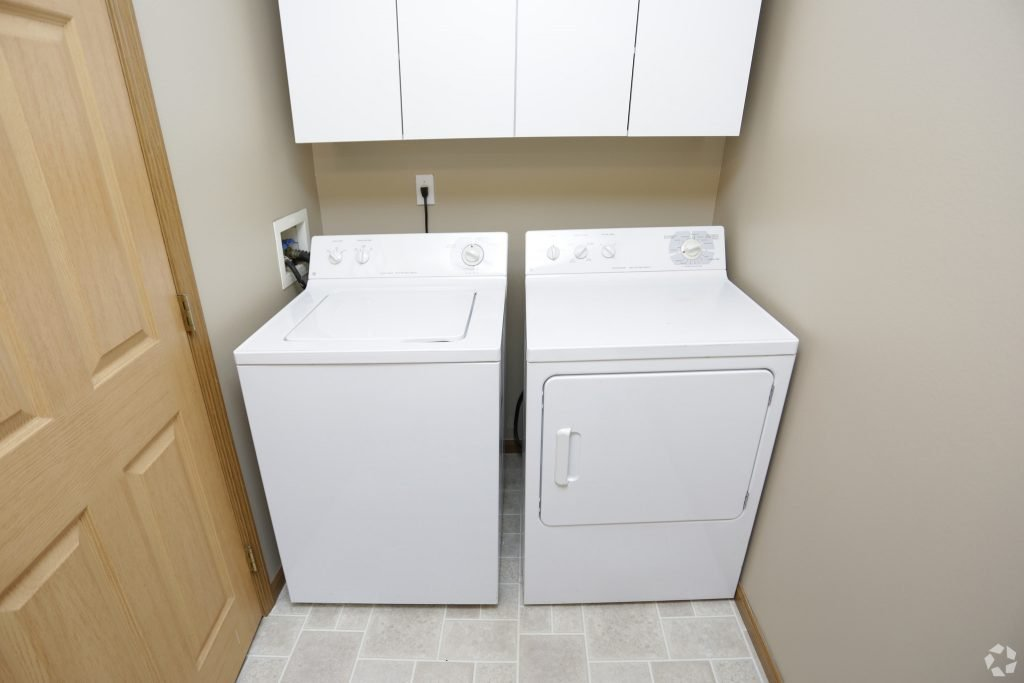 times-square-townhomes-grand-forks-nd-two-bedroom-laundry
