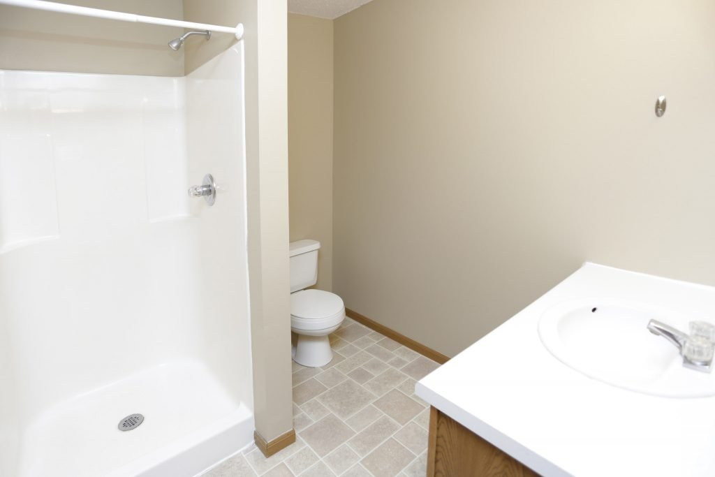 times-square-townhomes-grand-forks-nd-two-bedroom-master-bathroom