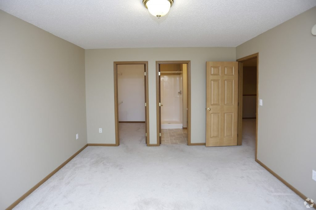 times-square-townhomes-grand-forks-nd-two-bedroom-master-bedroom