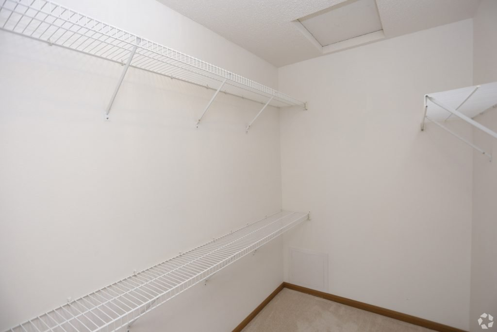 times-square-townhomes-grand-forks-nd-two-bedroom-master-closet