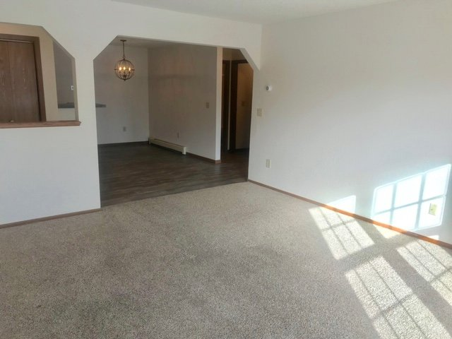 1 Bedroom Apartment Grand Forks updated floors and appliances