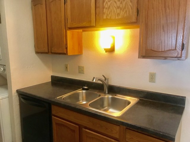 1 bedroom Carrington Court Updated appliances and new floors.